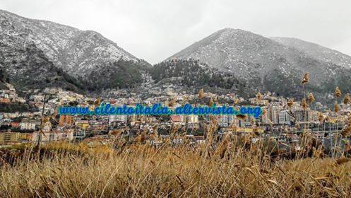 Arriva la neve: tetti bianchi nel Vallo di Diano, primi fiocchi nel Cilento