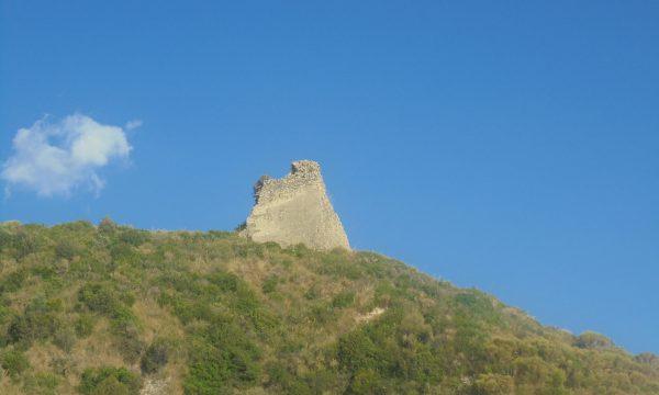 Ascea, una 'Torre dal basso della scogliera…'