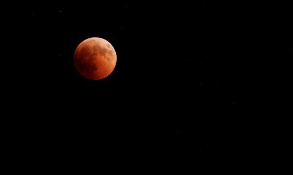 Eclissi di luna 2018, ecco gli scatti dal Cilento