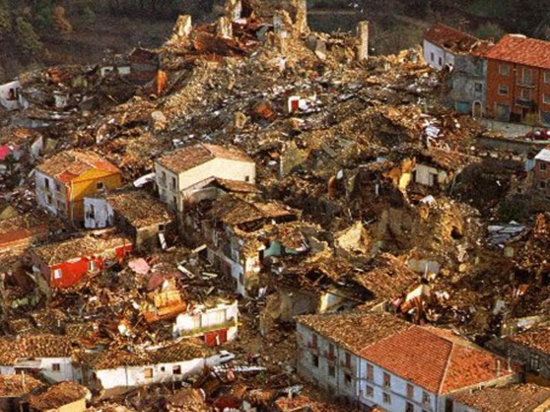 Teora appena dopo il sisma